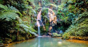 Cascada en Caldeira Velha