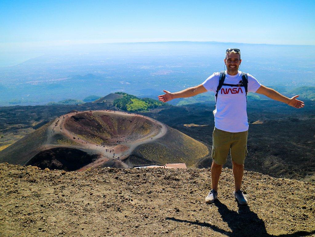 Vistas del volcán Silvestri desde el Silvestri superior