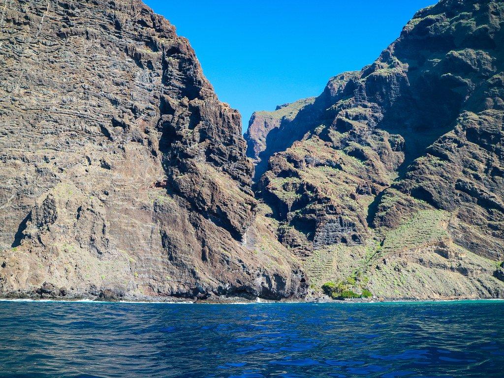 Playa de Masca vista en barco de excursiones para ver delfines y ballenas en Tenerife