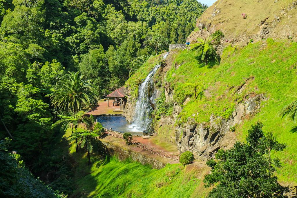 Cascada en Ribeira dos Caldeiroes en São Miguel