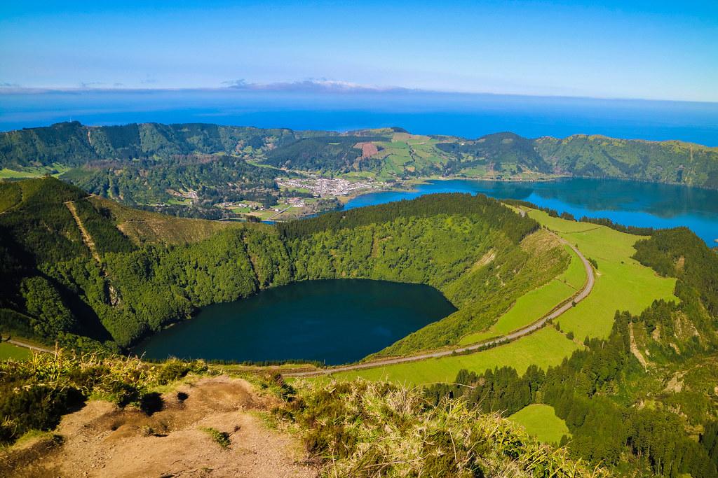 Lagoa do Santiago en el interior del volcán Sete Cidades