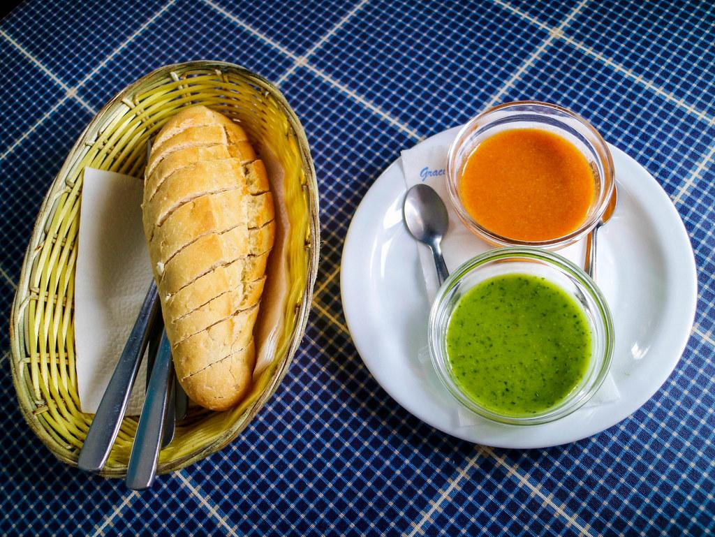Pan con mojo canario rojo y verde es un entrante típico canario