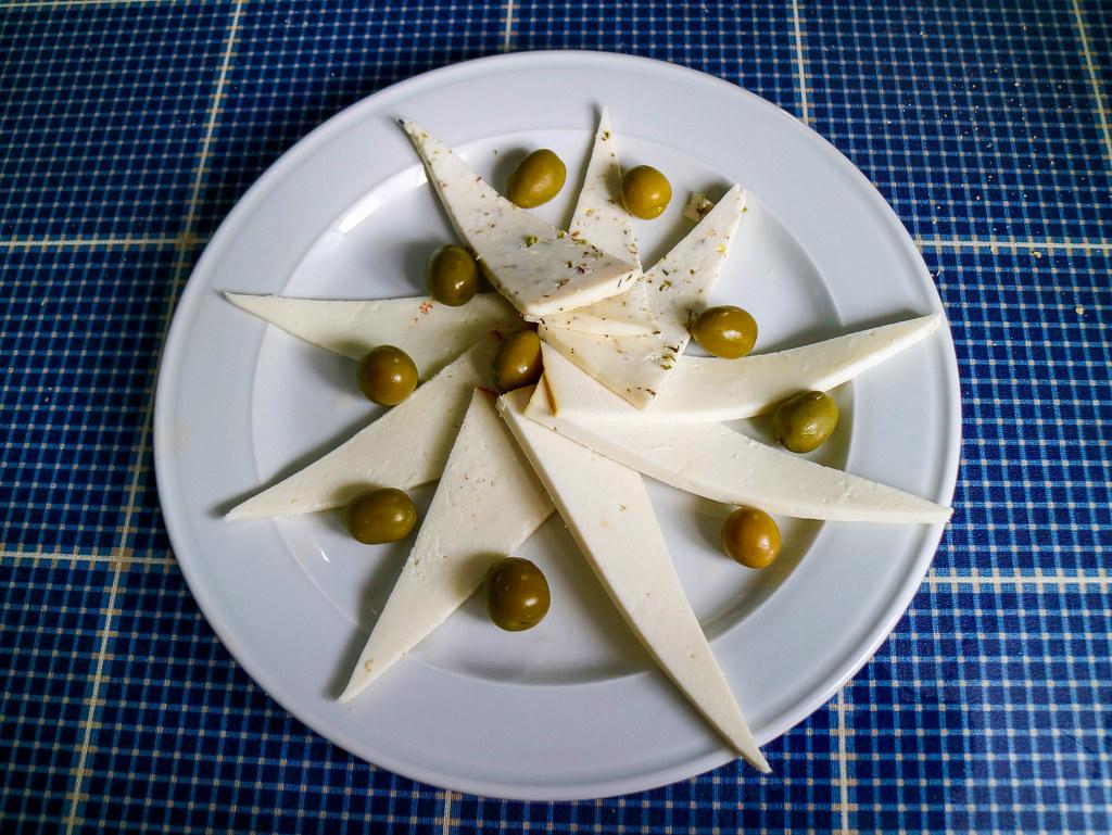 Queso fresco canario es un plato típico de la gastronomía canaria