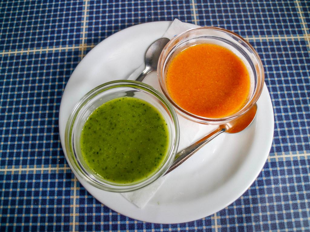 Los mojos canarios rojo y verde son típicos en la cocina canaria