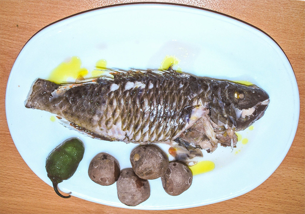 La vieja acompañada papas arrugadas es un plato típico de la comida canaria