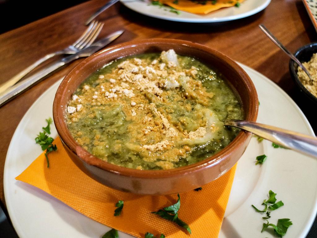 Potaje de berros con gofio es un plato típico de La Gomera