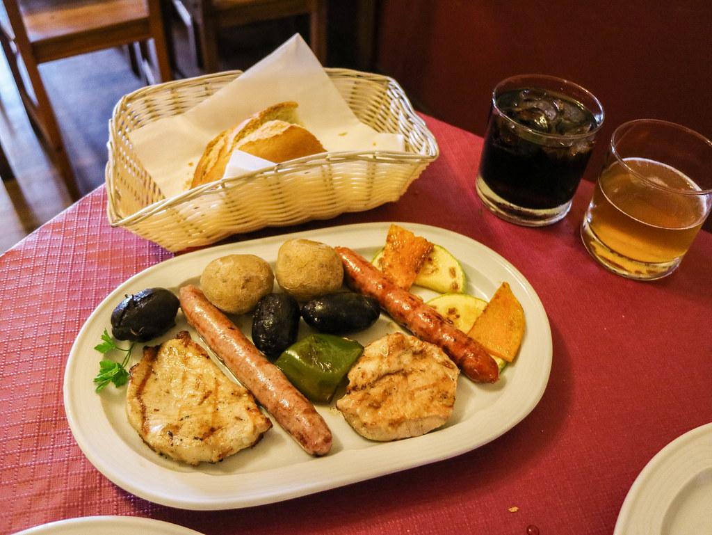 Plato con morcilla canaria y carne