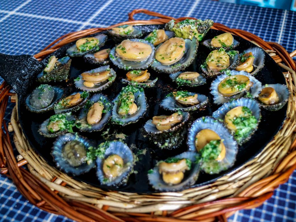 Plato de lapas como entrante de la gastronomía canaria