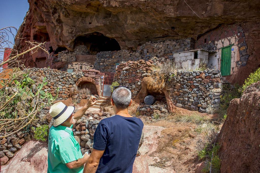 Las casas-cueva son un lugar a visitar en Artenara