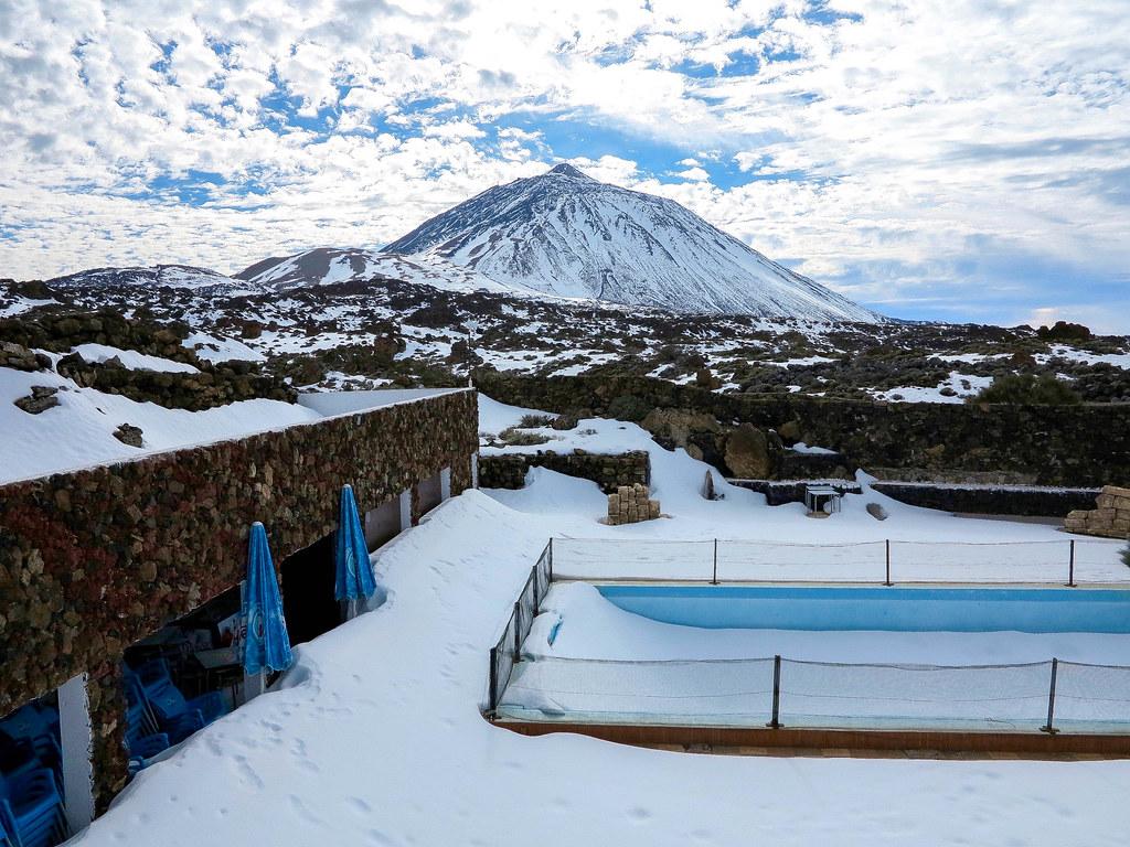 Volcán del Teide cubierto de nieve