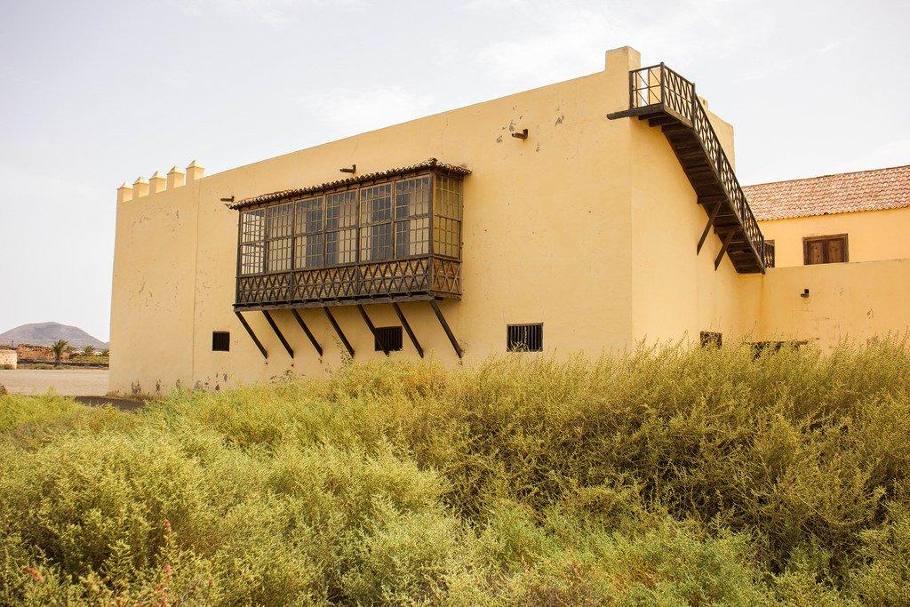 Balcón cerrado en la Casa de Los Coroneles en Fuerteventura