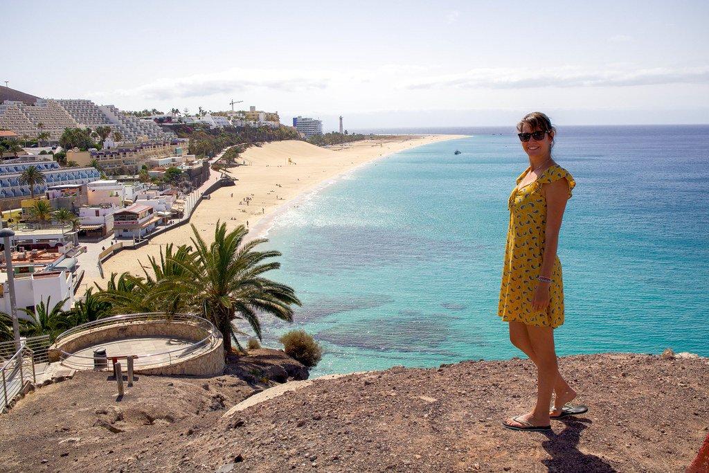 Mirador en el pueblo de Morro Jable con vistas a la playa copia